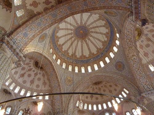 イスタンブールのブルーモスク内部