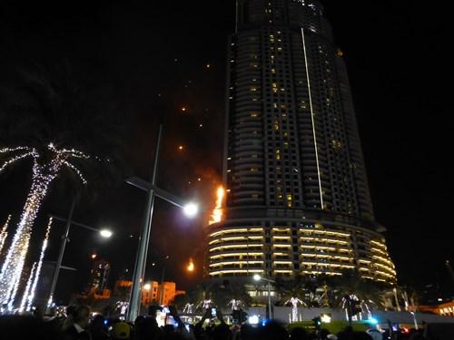 ブルジュハリファ近くのホテルでの火事