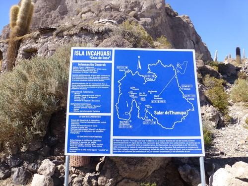 ウユニ塩湖のインカワシ島の案内板