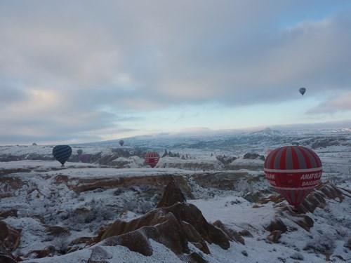 空の上から見た冬のカッパドキア
