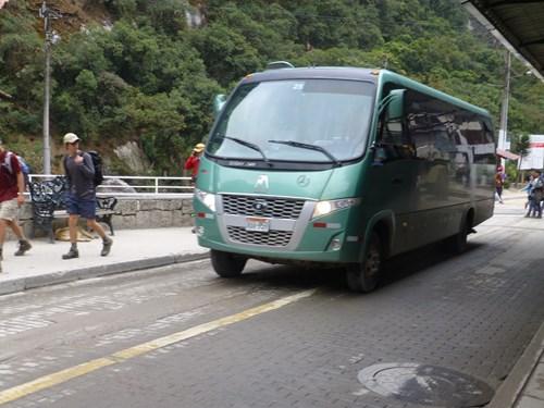 マチュピチュ行きのシャトルバス