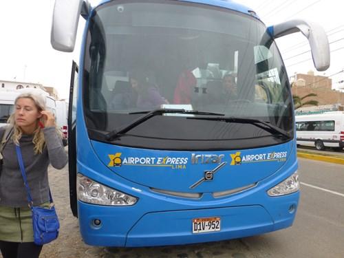 バジェスタ諸島の観光ツアーのバス