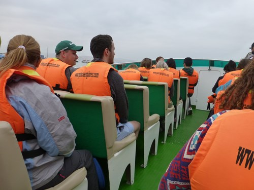 バジェスタ諸島の観光ボート船内