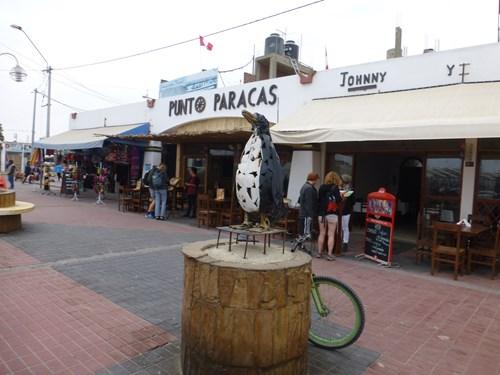 パラカスのレストラン街