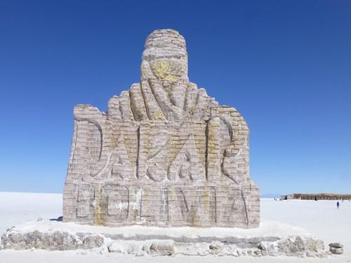 ウユニ塩湖のプラヤ・ブランカの塩の像