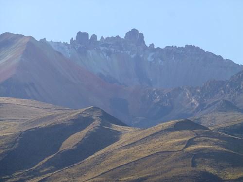 ウユニ塩湖のトゥヌパ火山