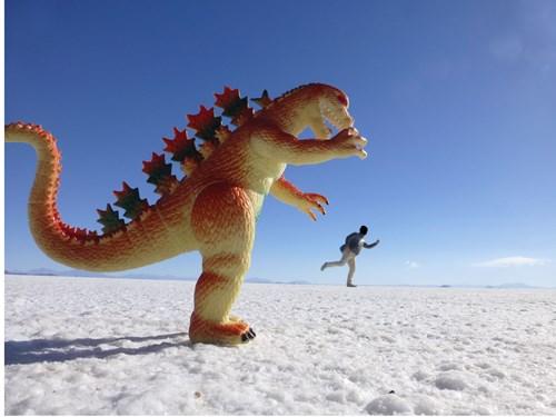 ウユニ塩湖のトリック写真