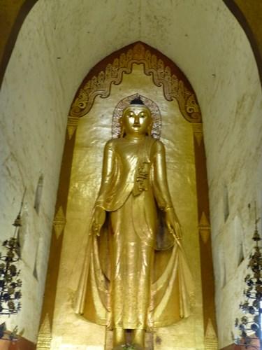 アーナンダ―寺院の黄金の仏像