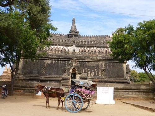 バガン遺跡と馬車