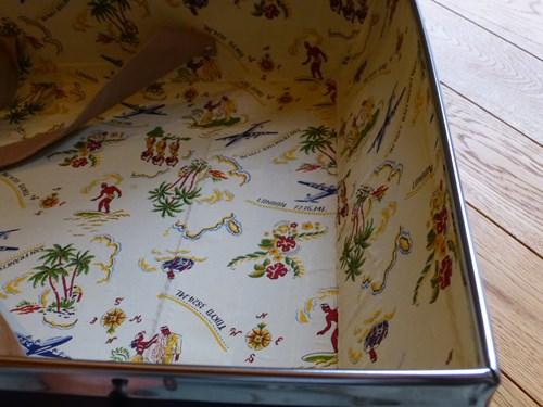 グローブ・トロッター(globe trotter)のスーツケース・サーフライダーの内部