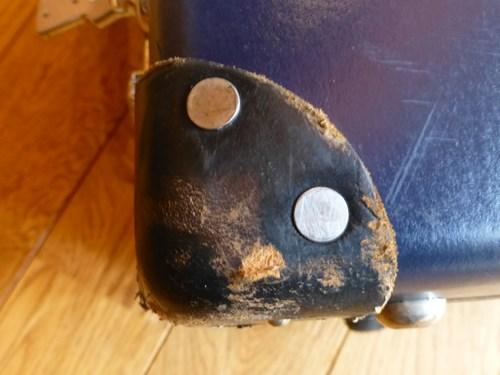 グローブ・トロッター(globe trotter)のスーツケース・サーフライダーの角の汚れ