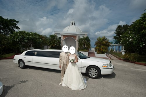 グアムの結婚式のリムジン