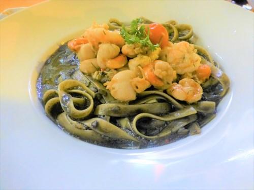 プント・アズール(Punto Azul)のイカ墨パスタ(Fettuccini en Tinta de Calamar (Calamari Ink))