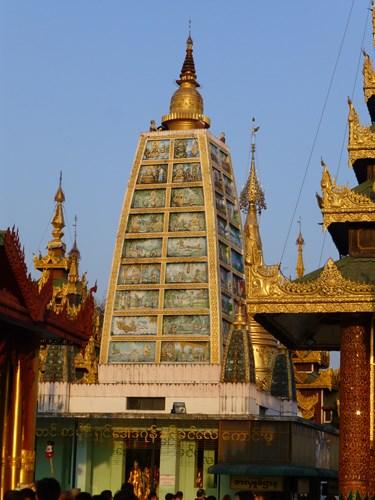 シュエダゴン・パゴダのマハーボディ寺院