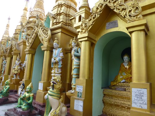 シュエダゴン・パゴダの仏像