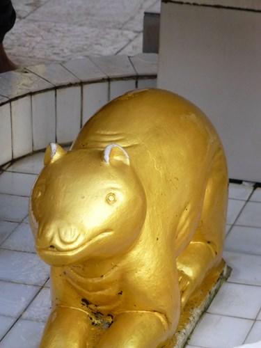 シュエダゴン・パゴダの守護動物(もぐら、テンジクネズミ)