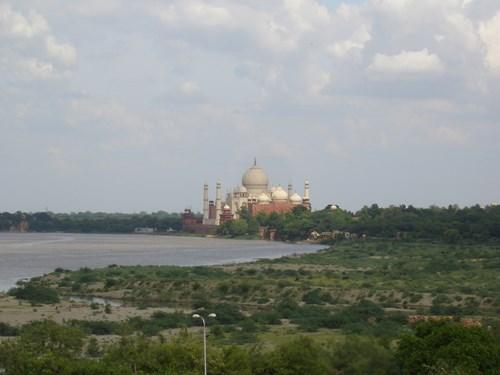 インドのタージ・マハル遠景