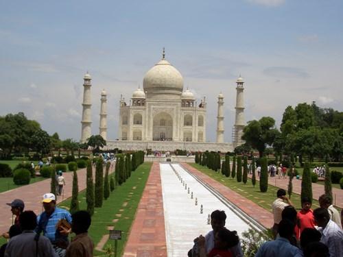インドのタージ・マハルの参道