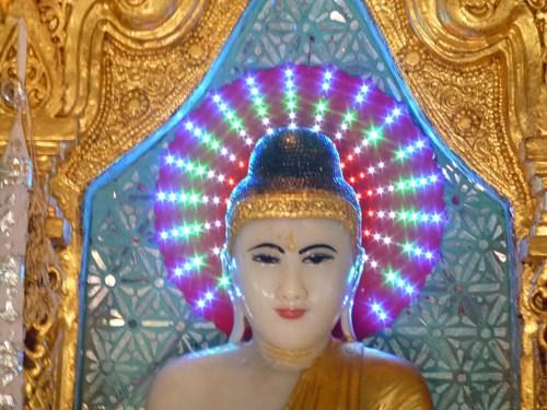 イエレーパゴダ内部の仏像
