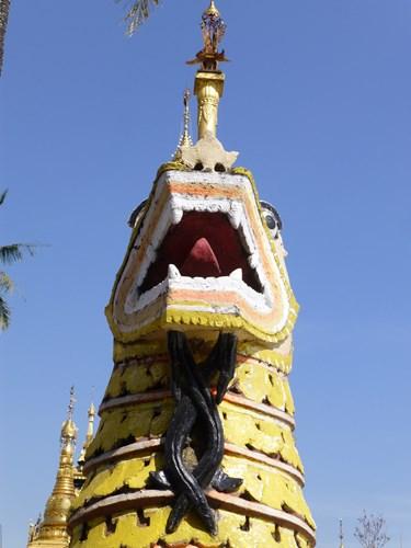 イエレーパゴダの龍の像
