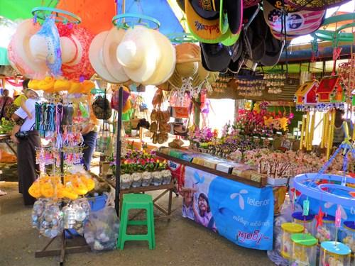 イエレー・パゴダ対岸の売店