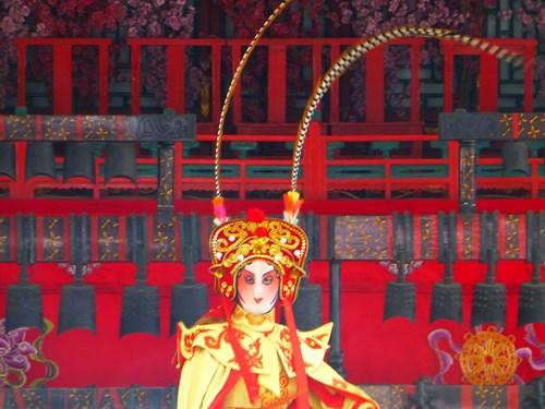 頤和園の徳和園で行われる京劇