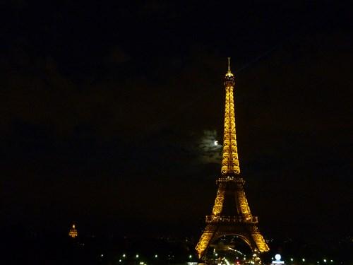 フランス・パリのエッフェル塔(ライトアップ)