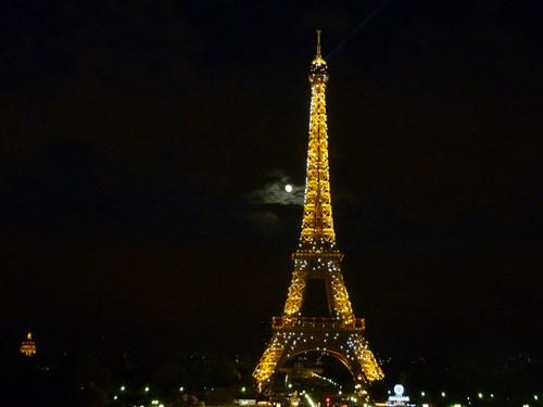 フランス・パリのエッフェル塔(ライトアップ+シャンパンフラッシュ)