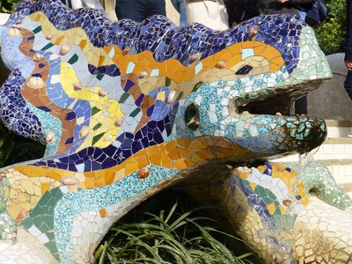 スペイン・バルセロナのグエル公園のトカゲの像