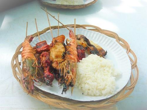 フィリピン・セブのナルスアン島でのシーフードバーベキュー