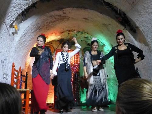 Los Tarantos(ロス・タラントス)のフラメンコの踊り手
