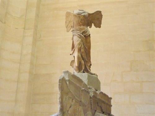 パリ・ルーブル美術館のサモトラケのニケ