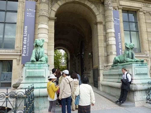 パリ・ルーブル美術館のポルト・デ・リオン入口