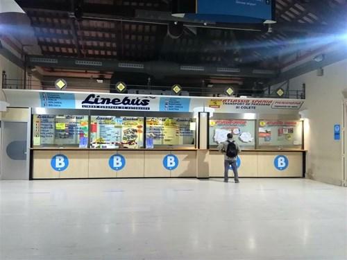 バルセロナの北バスターミナルのチケット売り場
