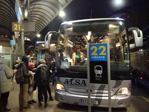 バルセロナの北バスターミナルのバス