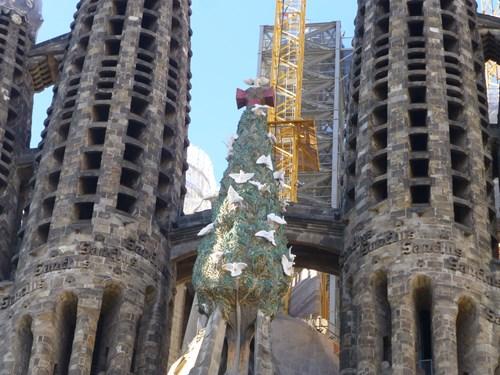 スペイン・バルセロナのサグラダファミリアの生誕のファサードの生命の木