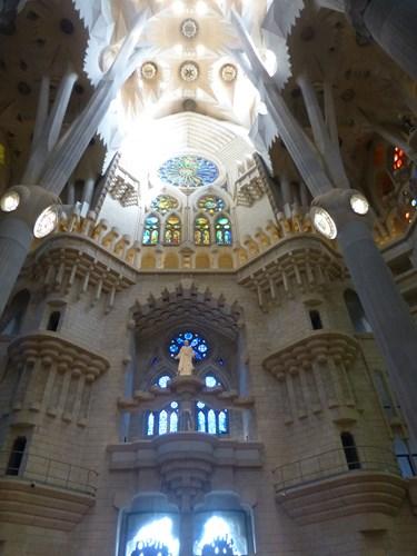スペイン・バルセロナのサグラダファミリアの聖堂内部