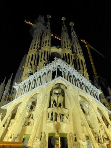 スペイン・バルセロナのサグラダファミリアの受難のファサード(ライトアップ)