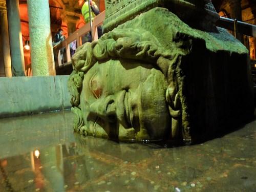 トルコ・イスタンブールの地下宮殿の柱