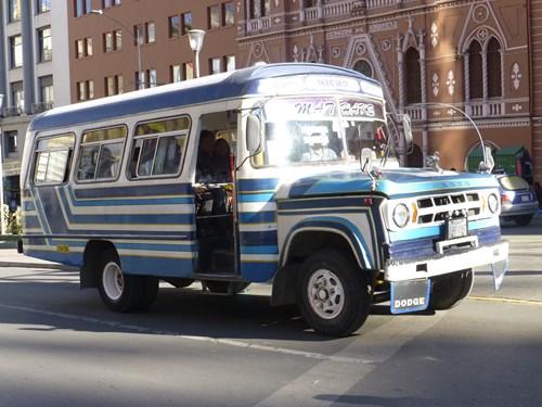 ボリビアのラ・パスの乗り合いバス(ミクロ)
