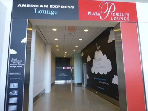 トロント・ピアソン国際空港のラウンジ入口