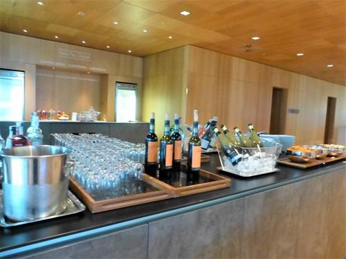 スペイン・エルプラット空港 Sala VIP Pau Casalsラウンジで用意されているアルコール類