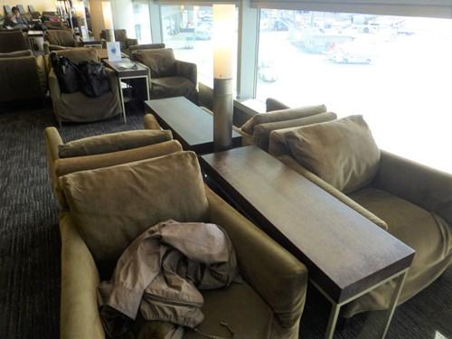 中部国際空港(セントレア)のスターアライアンス・ラウンジのソファー
