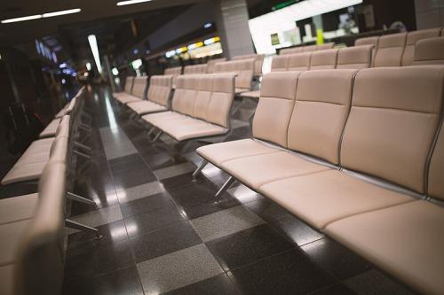 空港の待合室のイス