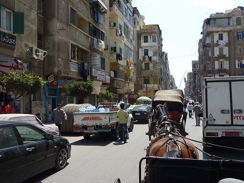 エジプト・アレキサンドリアで走っている馬車