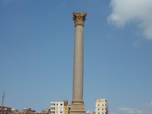 エジプト・アレキサンドリアのポンペイの柱