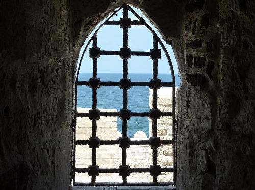 エジプト・アレキサンドリアのカーイト・ベイの要塞の窓