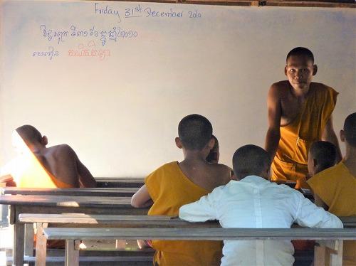カンボジア・ロリュオス遺跡群のロレイにある子供の僧侶のための学校
