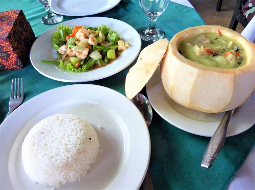 カンボジアで食べたクメール料理(カレーライス)