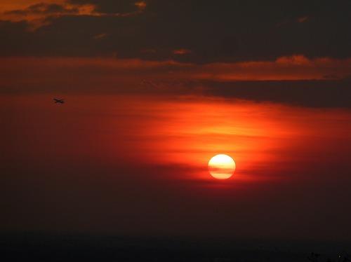 カンボジア・アンコール遺跡群のプノンパケンからの夕陽